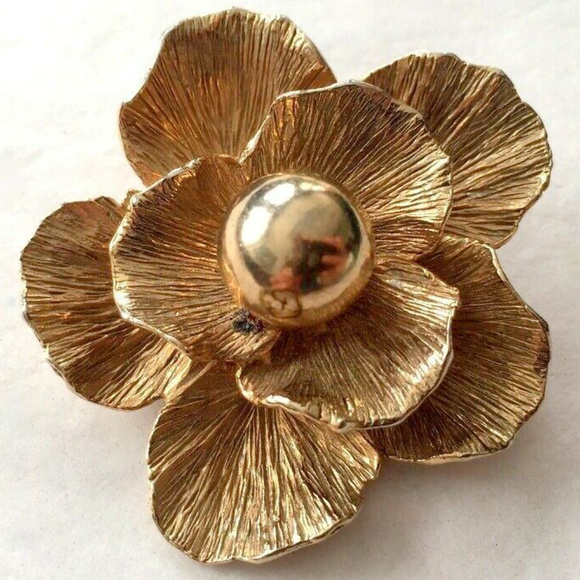Vintage Jewelry - vintage gold tone flower brooch pin